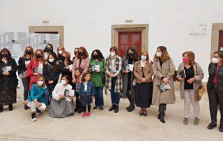 Presentación Libro Antonio Diario do Confinamento - Mulleres xornalistas con Patricia Hermida e fillos, acompañados pola concelleira Cristina Prados.
